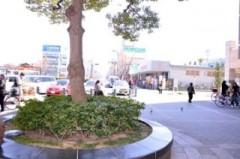 岸和田駅を出て右手、 スーパーダイコー方面に進んで下さい。
